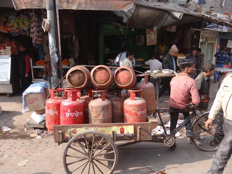 Masina cu butelii gaz