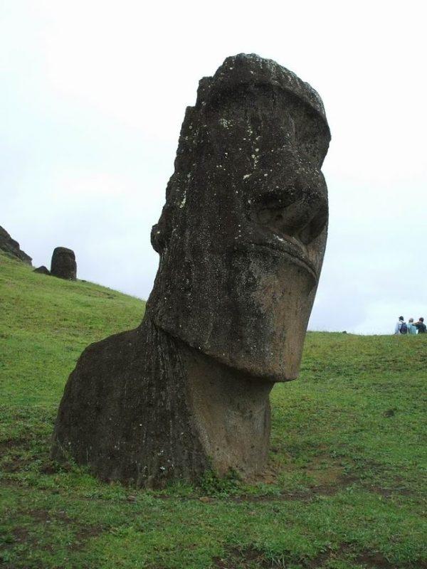 Ranu Raruku statuie moai