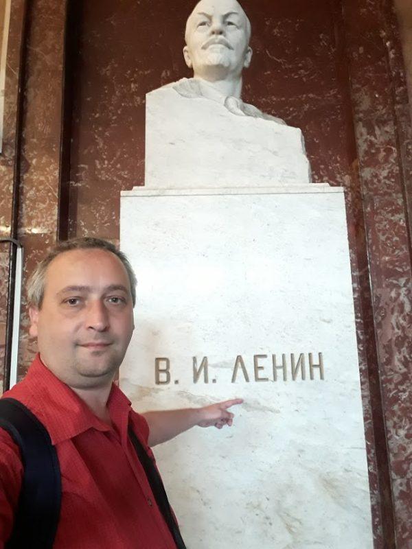 Statuie Lenin