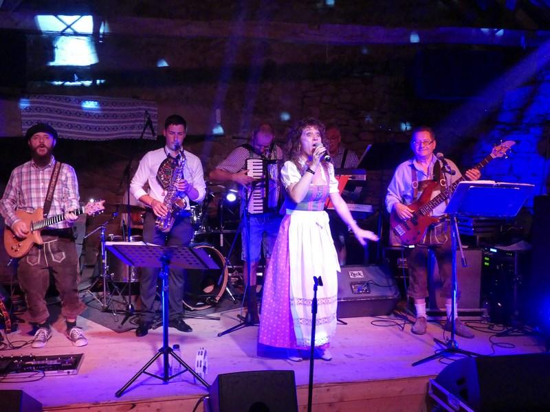 Claudia Burzeland Party Band