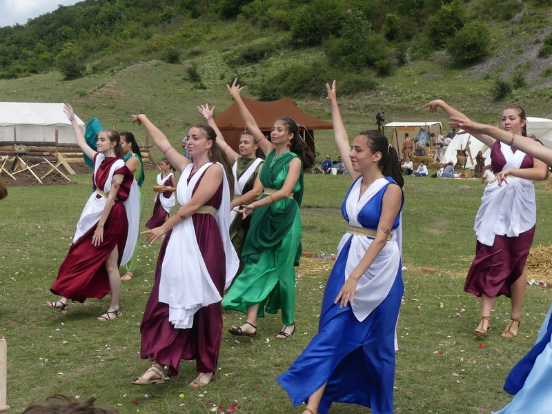 Dansatoare romane