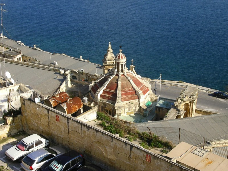 Biserica pe malul mari