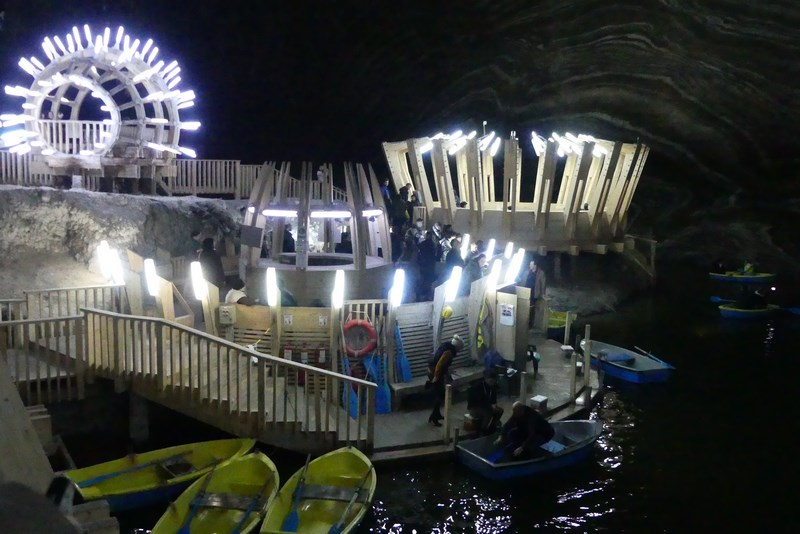 Barca prin salina