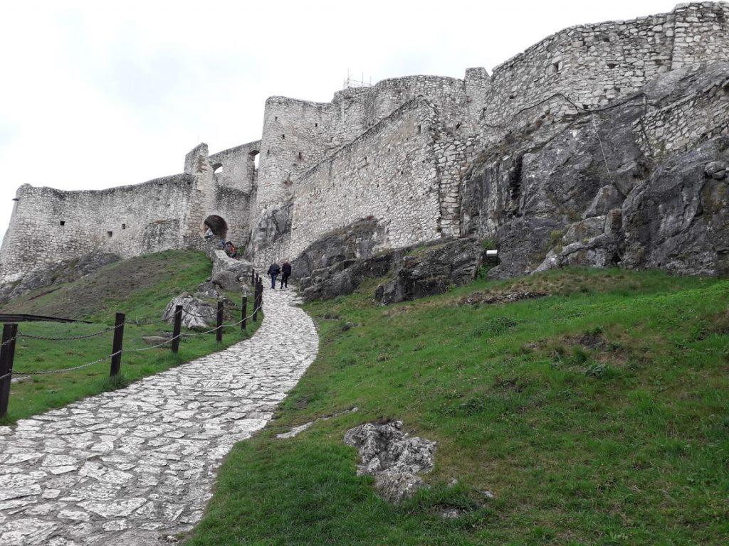 Castel Spiss satul Zahra