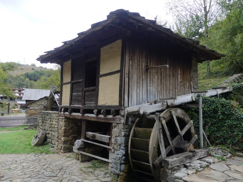Casa cu moara de apa