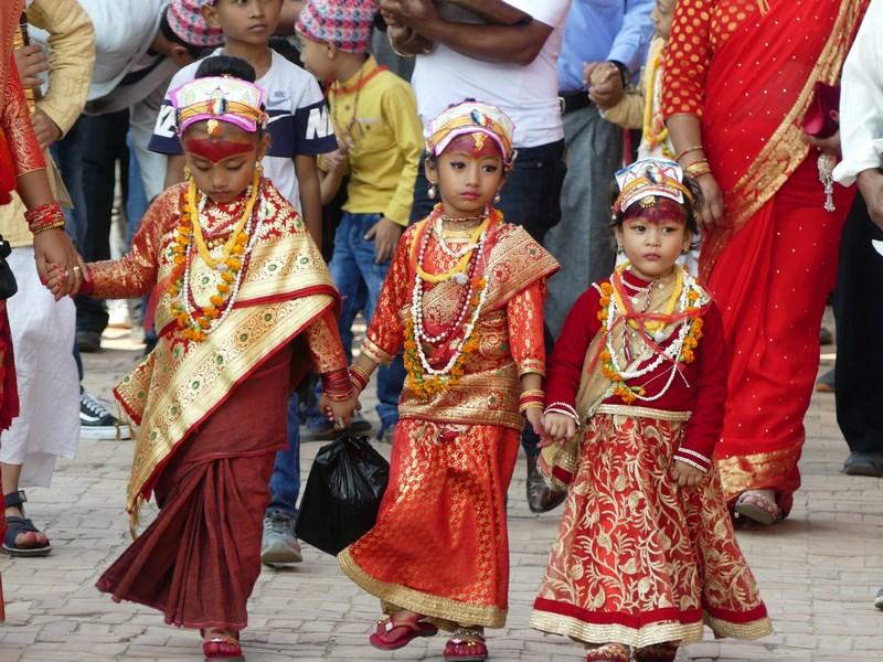 Fetite nepaleze