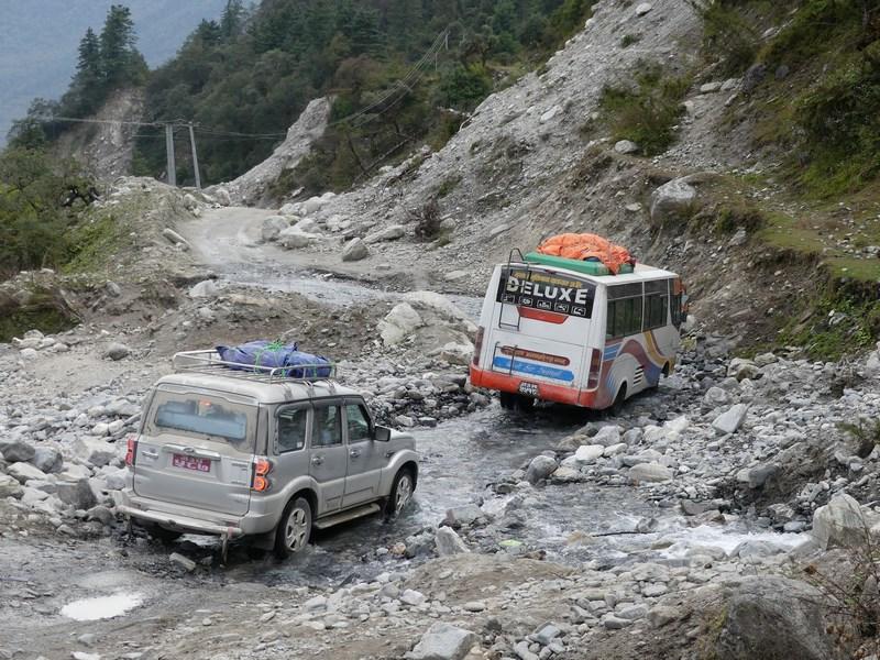 Jeep si autobuz