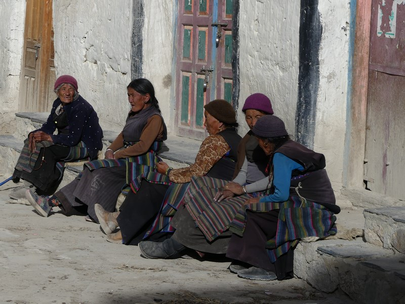 Femei in Lo Manthang