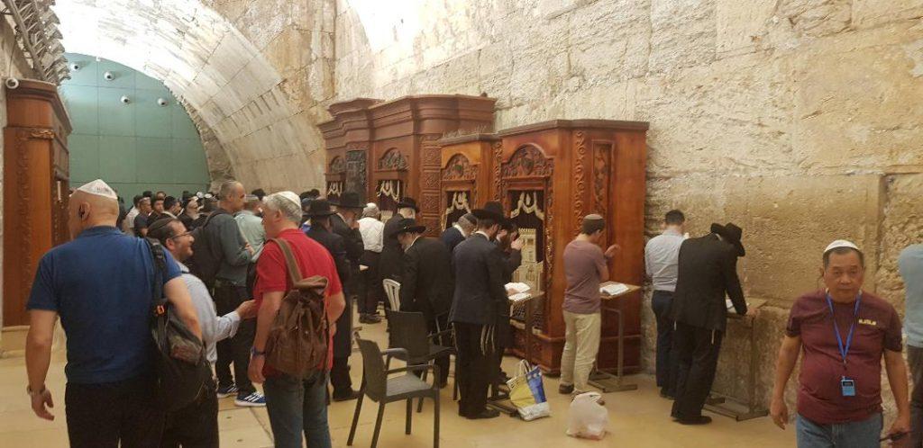 Evrei la Zidul Plangerii