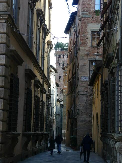 Strazi Lucca
