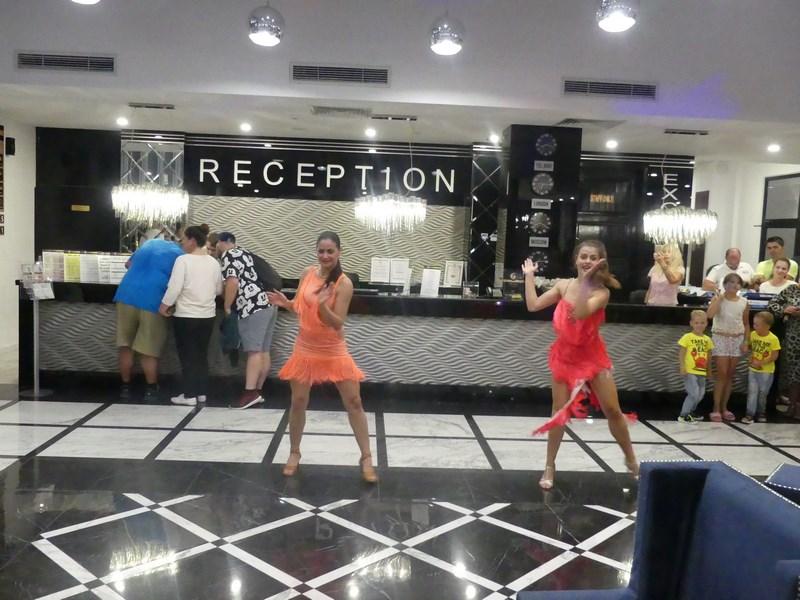 Dansatoare exotice