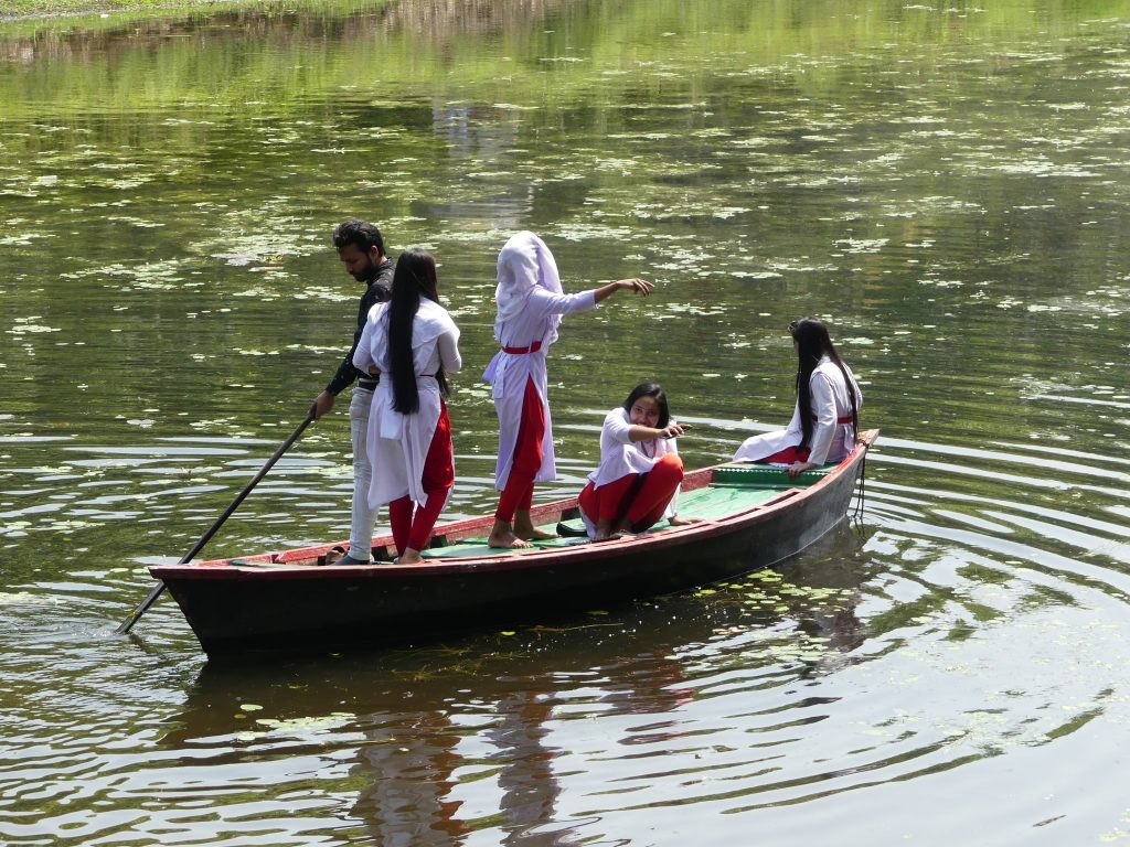 Cu barca in parc