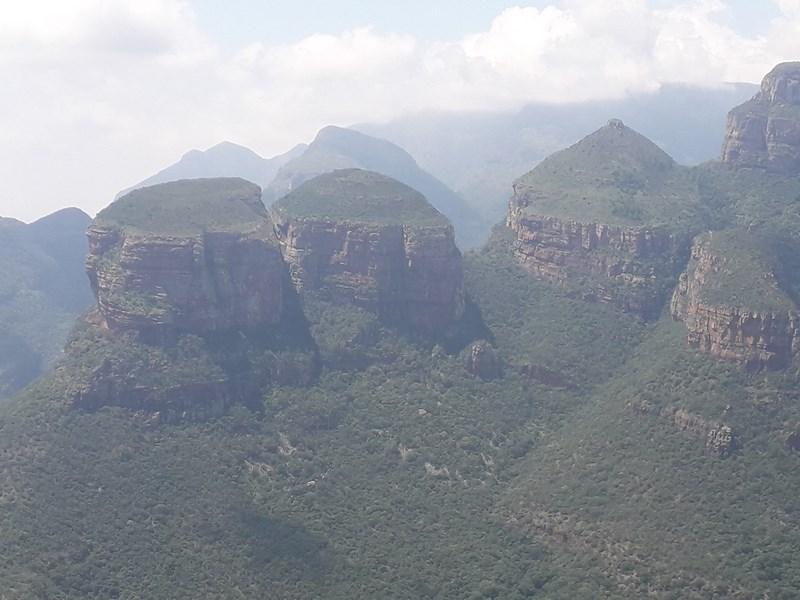 . Blyde river canyon cele rondavele