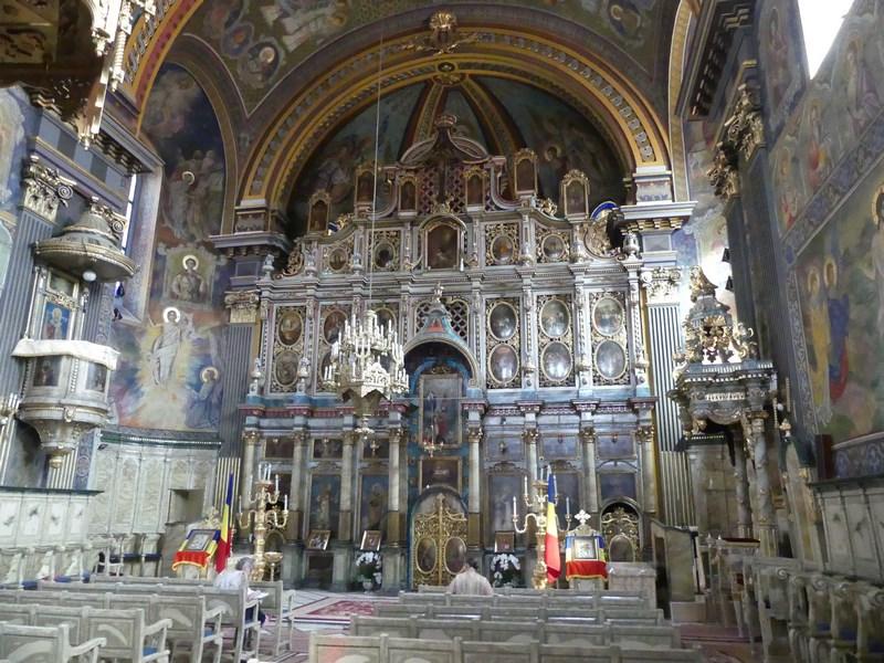 . Altar Biserica cu Luna