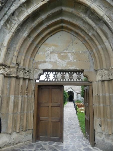 Poarta manastire