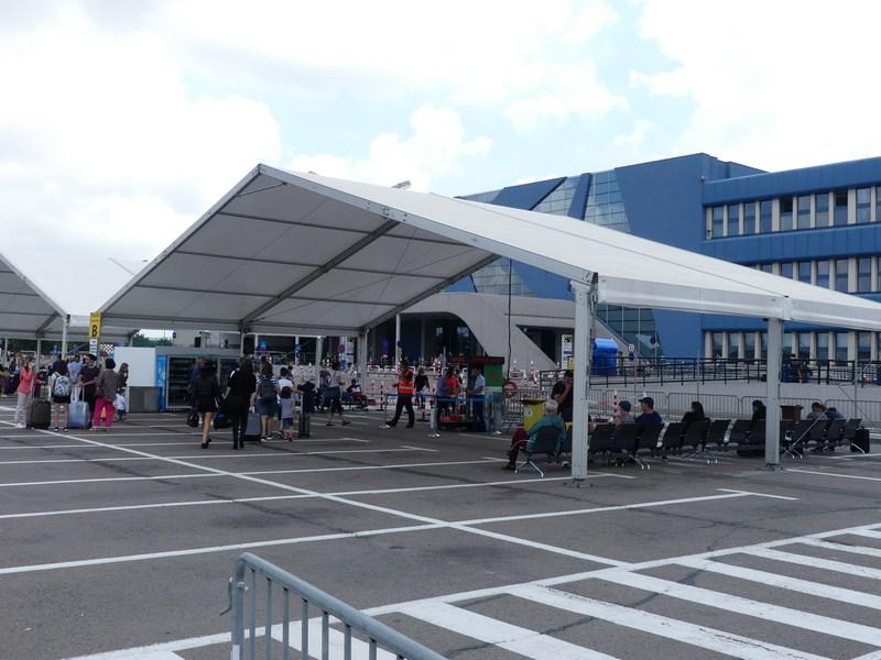 Corturi aeroport