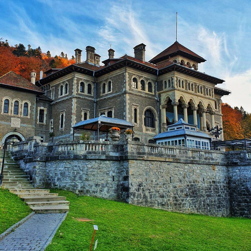 busteni castelul cantacuzino