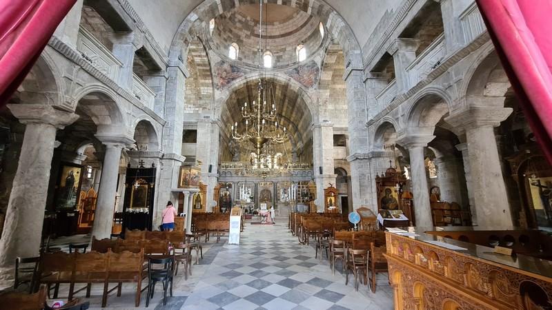 Interior biserica Paros