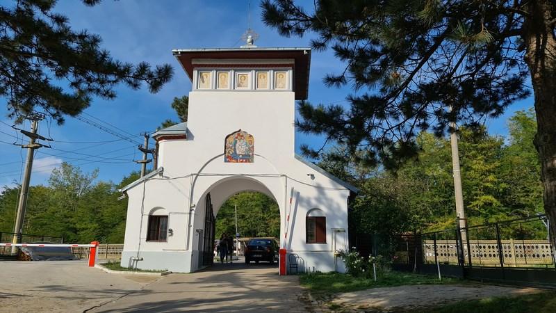 Intrare manastirea Cernica