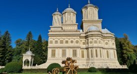 . Catedrala Curtea de Arges