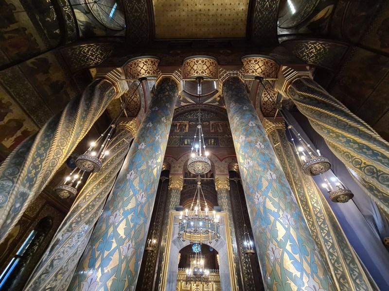 Interior catedrala Curtea de Arges