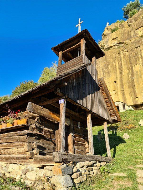 Bisericuta de lemn Corbii de Piatra
