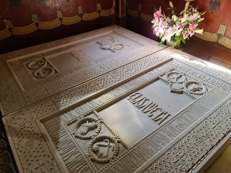 Morminte Regele Carol si Regina Elisabeta