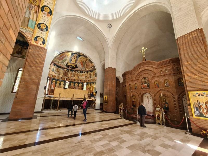 Interior biserica noua Curtea de Arges