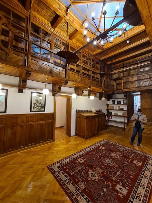 Biblioteca conac familia Bratianu