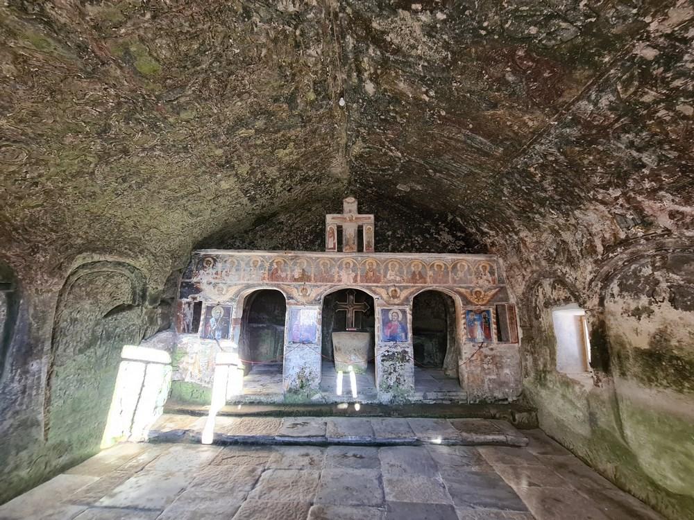 Altar Corbii de Piatra