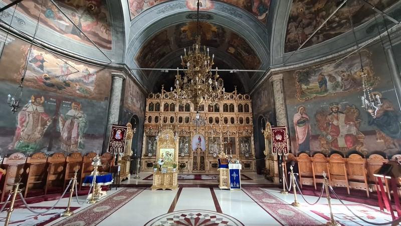 Interior manastirea Pasarea