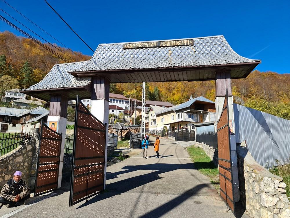 Intrare manastirea Namaiesti