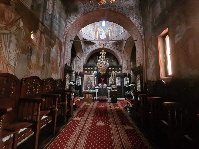 Interior Manastirea Pissiota