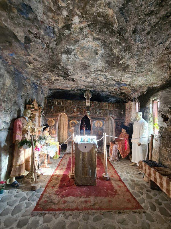 Interior Manastirea Cetatuia
