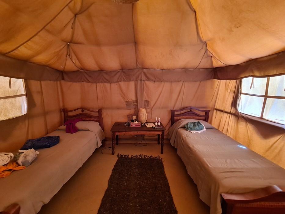 Cort interior Meroe Camp