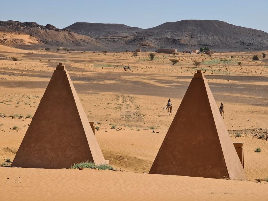 Piramide reconstruite