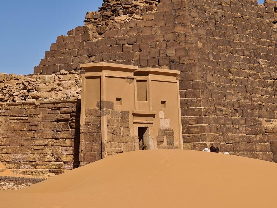 Intrare piramide