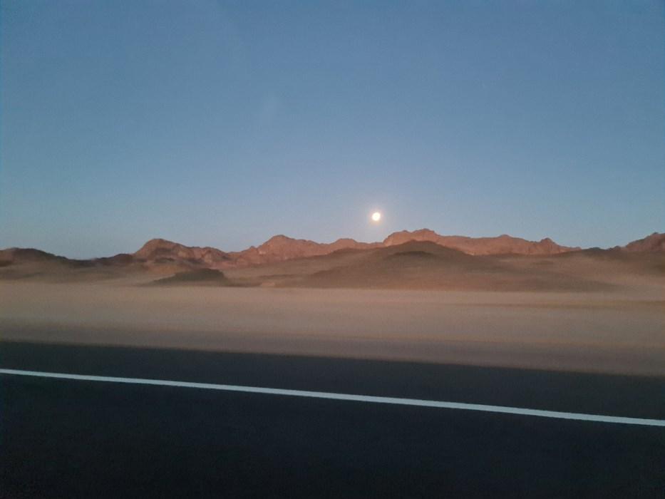 Luna in desert