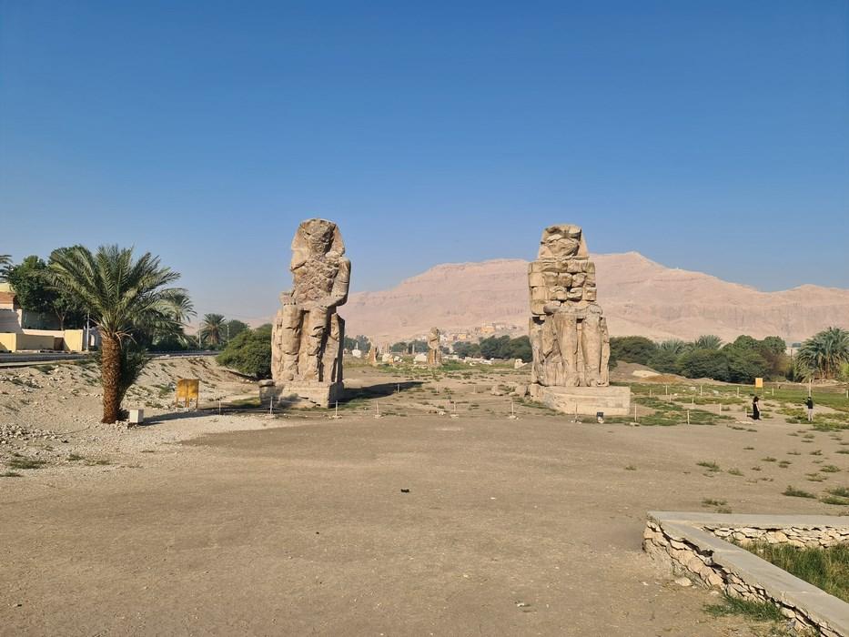 . Colosii lui Memnon