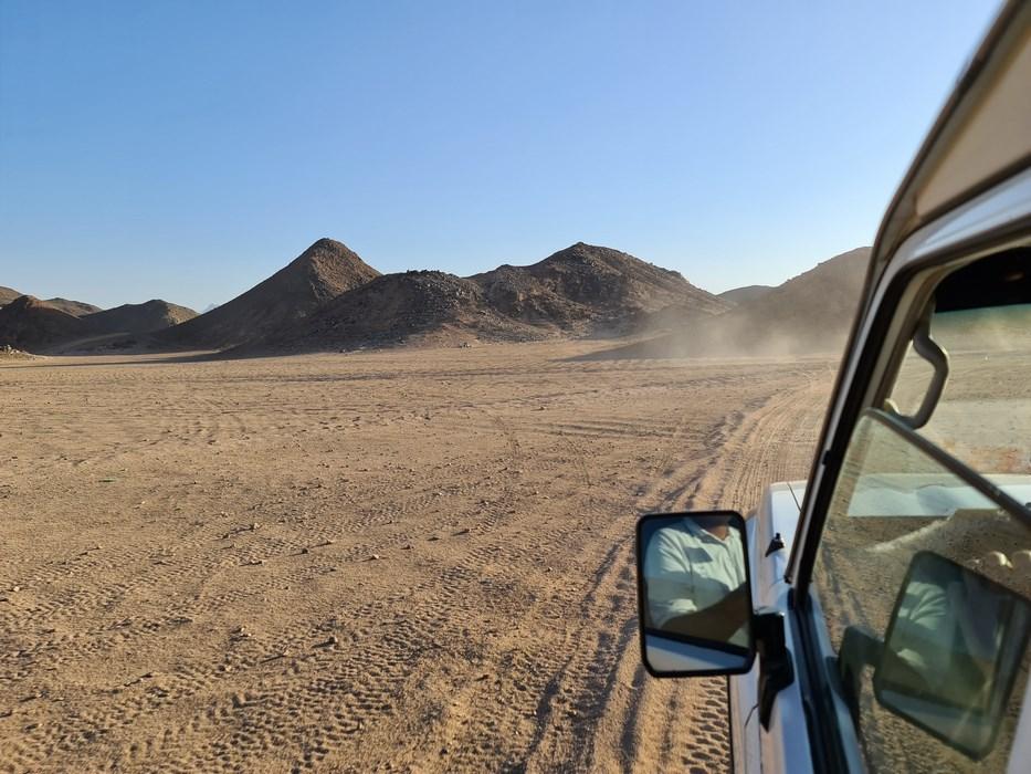 Desert drive Tanoura
