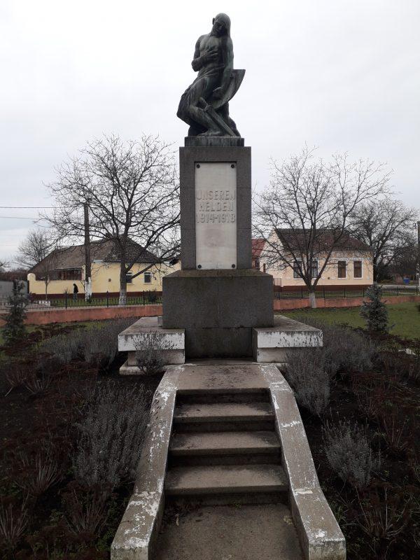 . Sandra Monumentul eroilor