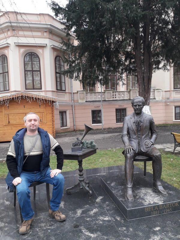 . Sannicolau cu Bela Bartok in pozitie de vaccinare