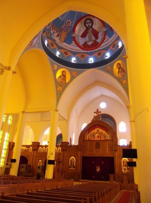 Interior biserica copta