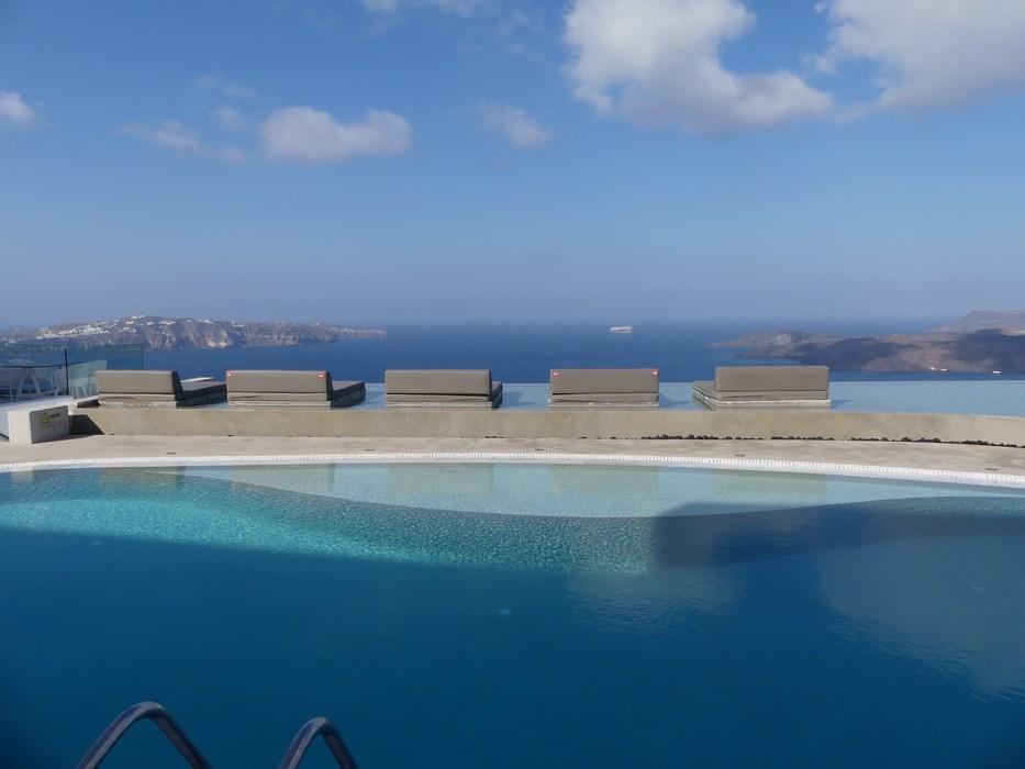 Infinity Pool Lilium Santorini