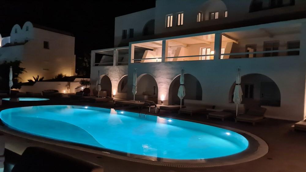 Hotelul noaptea