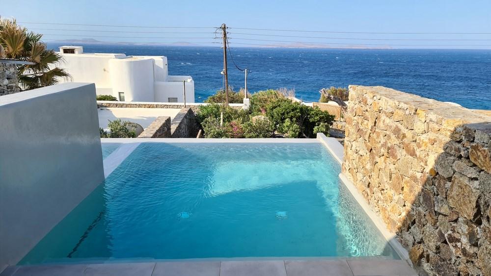 Piscina hotel Mykonis Soul