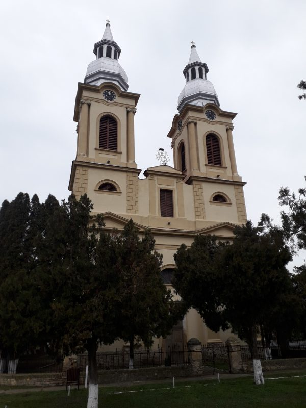. Sandra Biserica cu palarie