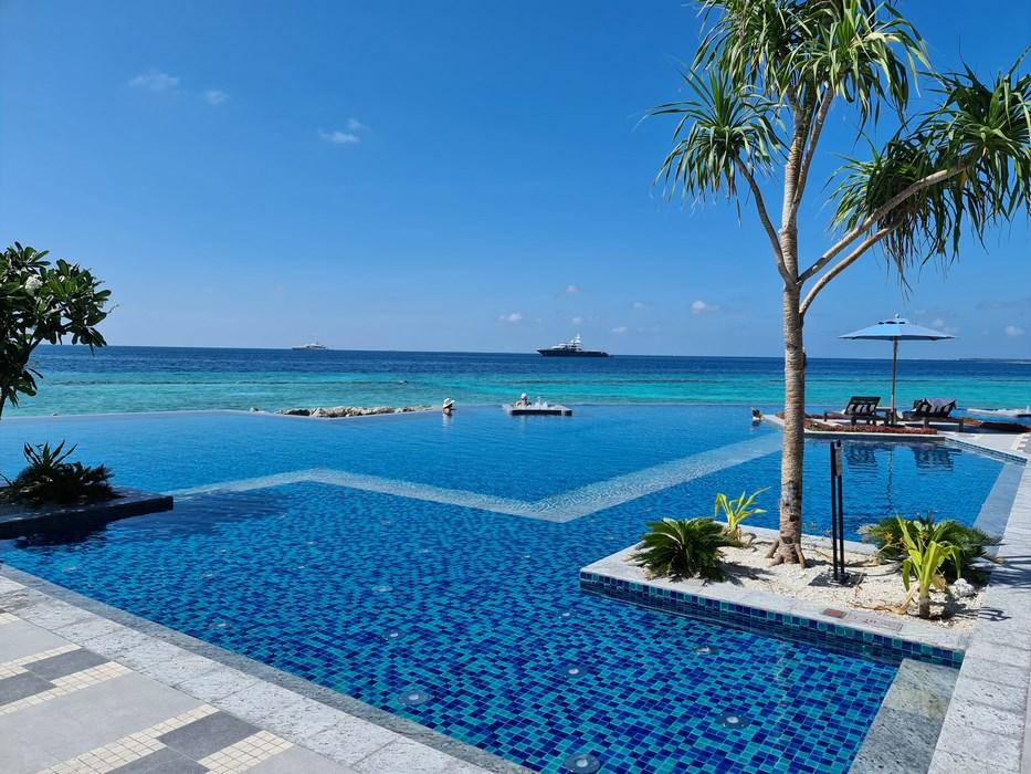 Infinity Pool Saii Lagoon Maldives