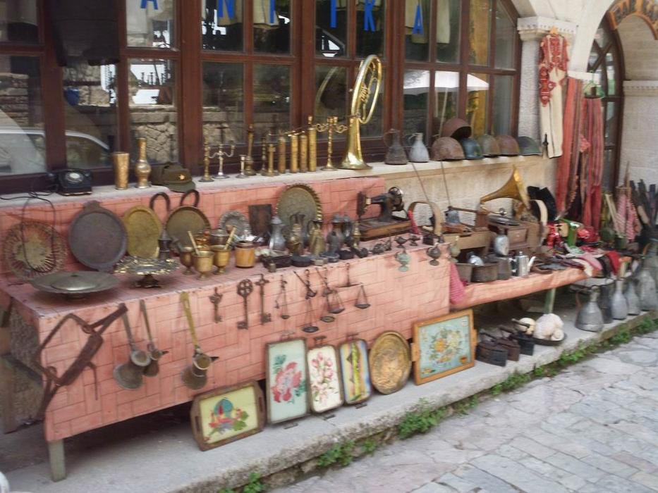 Targ antichitati Albania