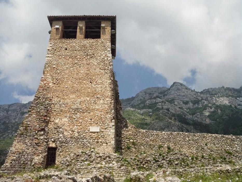 turn cetatea Kruje
